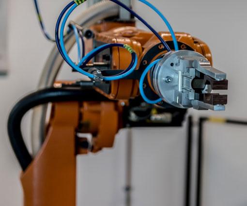 Bild mit Roboterarm